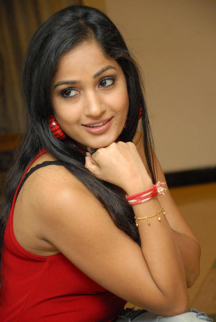 Madhavi Glamorous Look Still At Tribal Beauty Art Exhibition