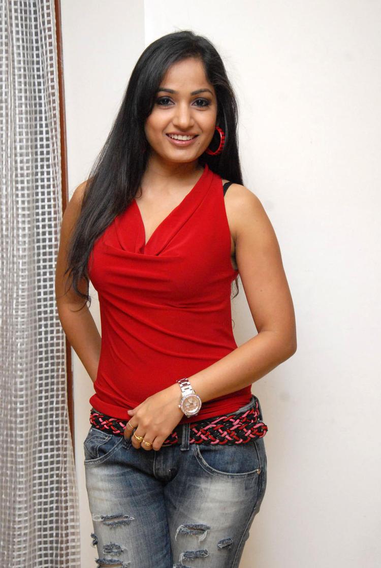 Madhavi Looks Fabulous At Tribal Beauty Art Exhibition