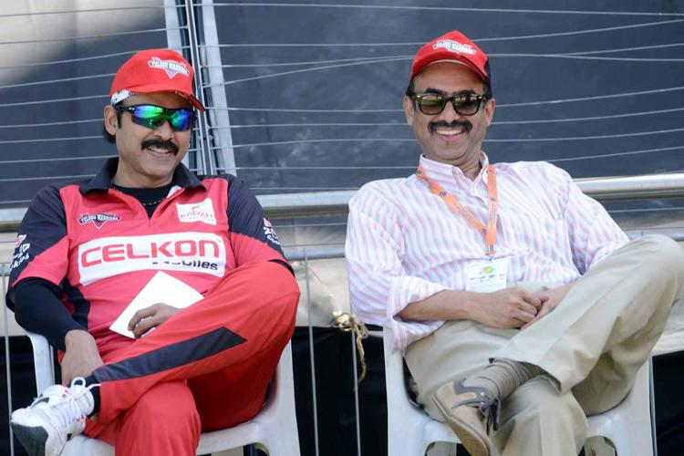Daggubati Venkatesh Enjoy The Match At CCL 3 Telugu Warriors VS Bhojpuri Dabanggs Match
