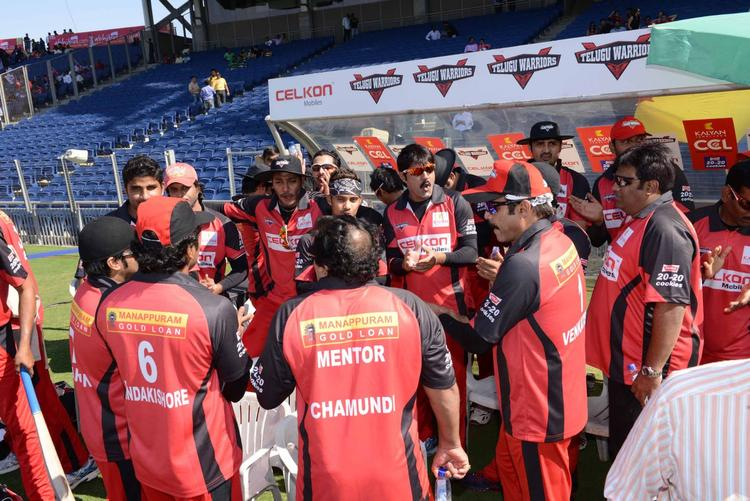 Telugu Warriors Team Discussion Still At CCL 3 Telugu Warriors VS Bhojpuri Dabanggs Match
