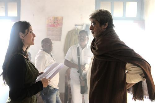 Amitabh And Kareena In A Scene On The Sets Of Satyagraha