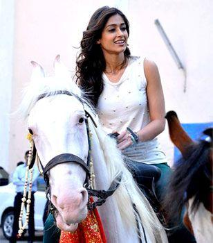 Ileana Cute Smiling Photo Clicked On Horse On The Sets Of Phata Poster Nikla Hero