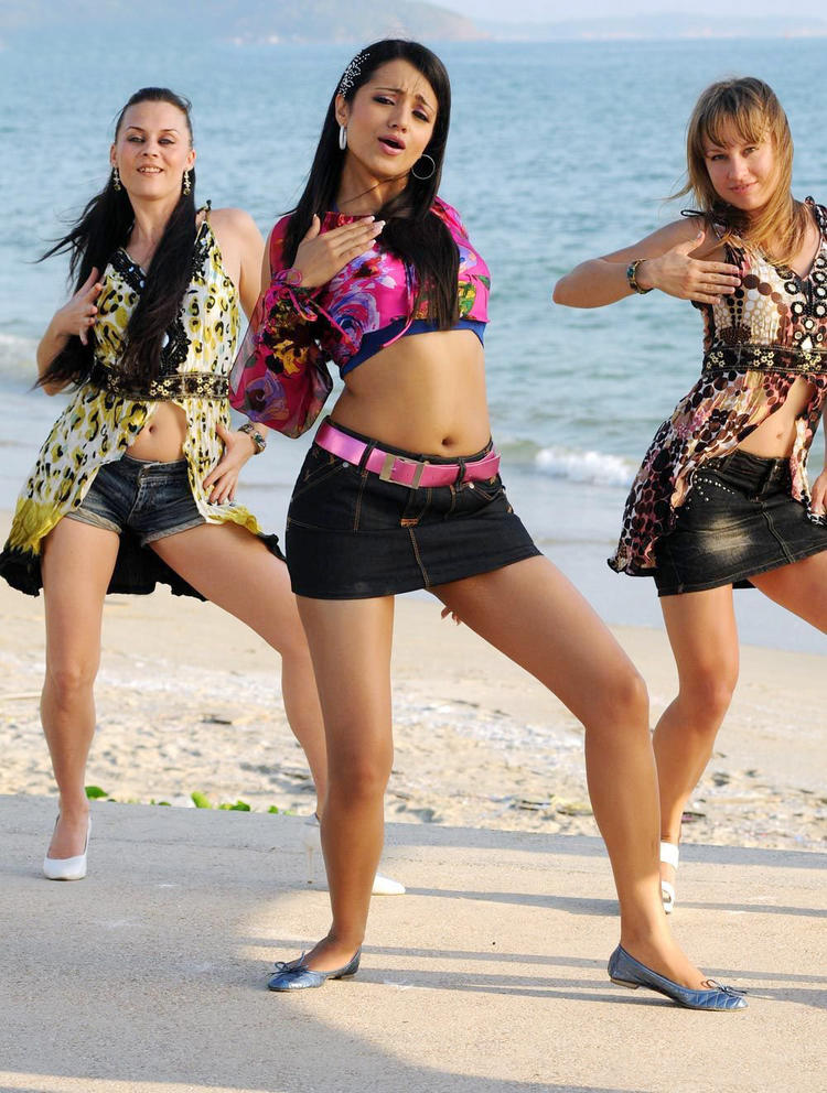 Trisha Sexy Navel Show Photo Still In A Song From Movie Kanchu