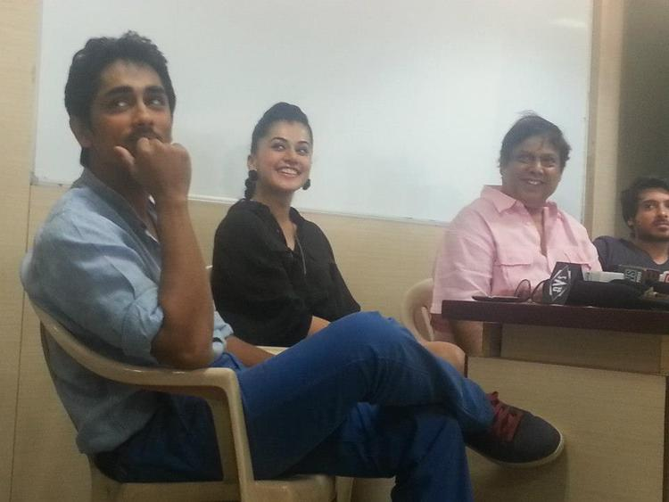 Divyendu,David Dhawan,Taapsee And Siddharth Smiling Pose Photo Clicked During Promotion Of Movie Chashme Baddoor