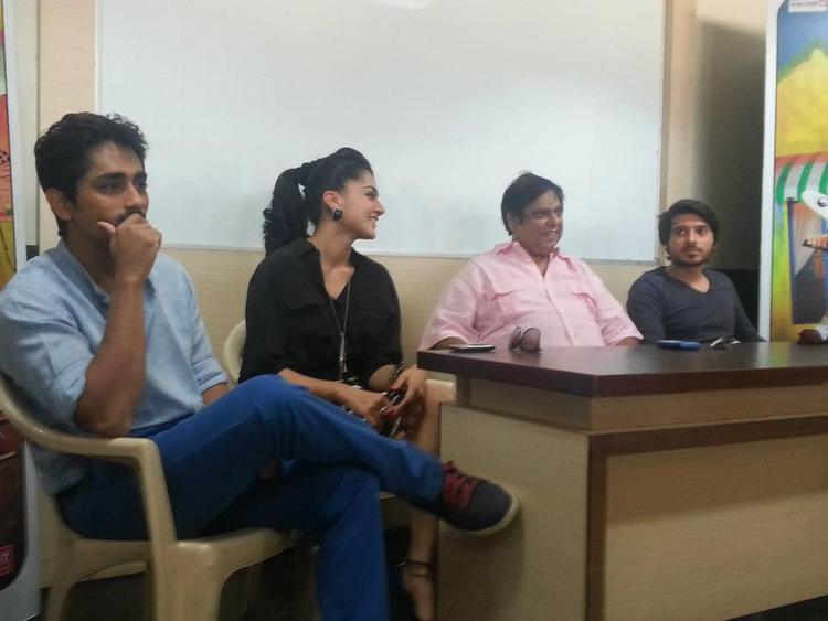 Divyendu,David Dhawan,Taapsee And Siddharth Snapped At Mithibai College To Promote Chashme Baddoor