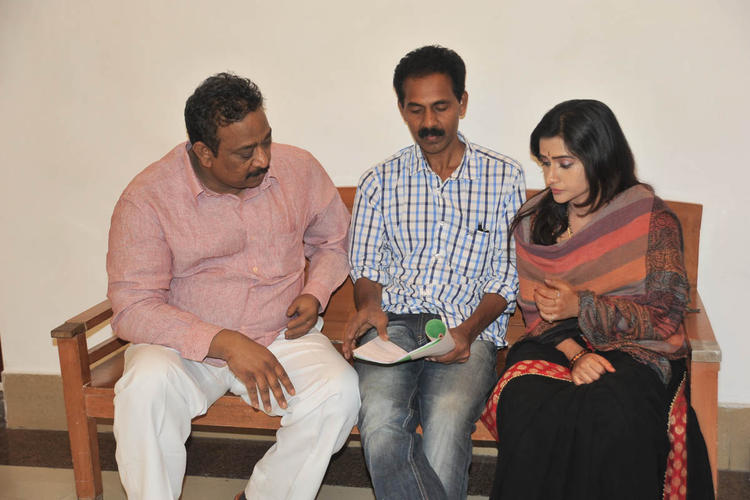 A Discussion Still On The Sets Of Needa Movie