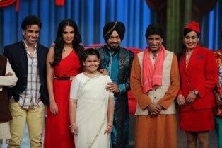Tusshar,Neha,Raju,Kamya,Saloni And Gurpreet Smiling Posed For Camera At Nautanki The Comedy Theatre Show Launch Event
