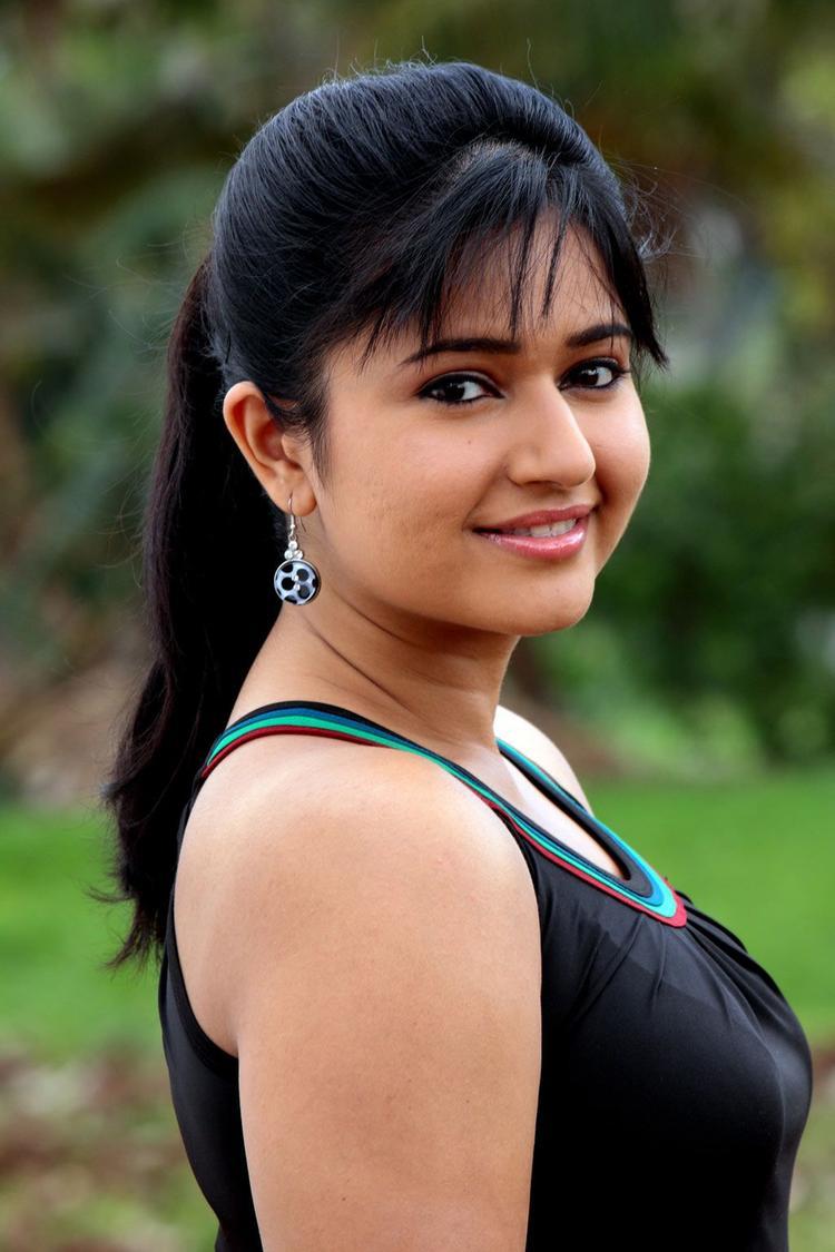 Poonam Bajwa Hot Gorgeous Photo Still In A Sleeveless Dress