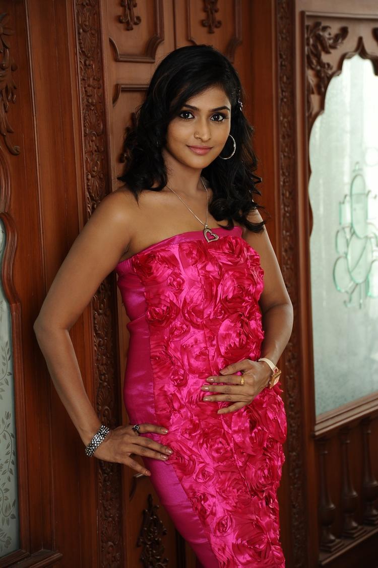 Ramya Nambeesan Sexy Look Photo Still From Movie Telugu Abbai