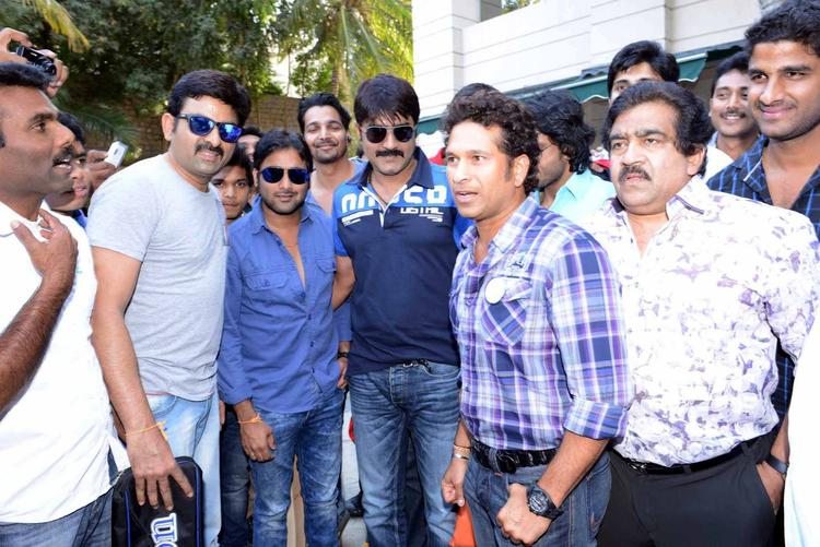 Sachin Make An Appearance At ITC Kakatiya To Meet The Telugu Warriors