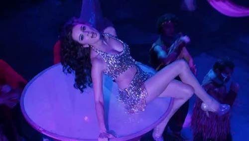 Evelyn Sharma Hot Look Dance Pose Photo Still From Movie Nautanki Saala