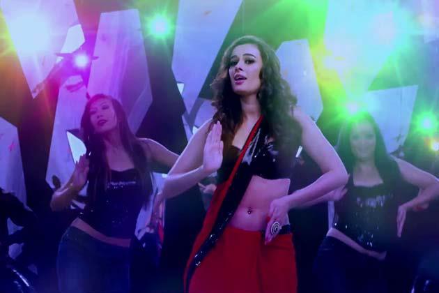 Evelyn Sharma Sexy Dance Pose Photo Still From Movie Nautanki Saala