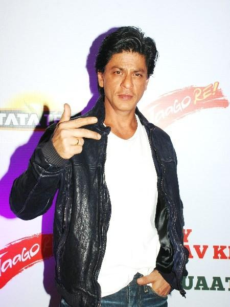 Shahrukh Khan Strikes A Pose At TATA Tea Jaago Re Press Conference