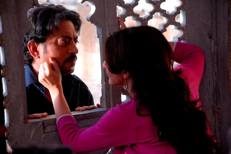 Irrfan And Soha Ali Romance Photo Still From Movie Saheb Biwi Aur Gangster Returns