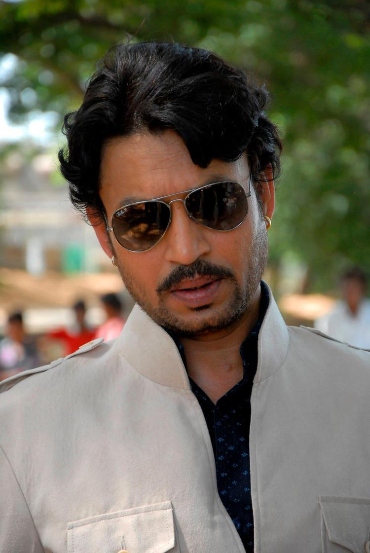 Irrfan Khan Dashing Look Photo Still From Movie Saheb Biwi Aur Gangster Returns