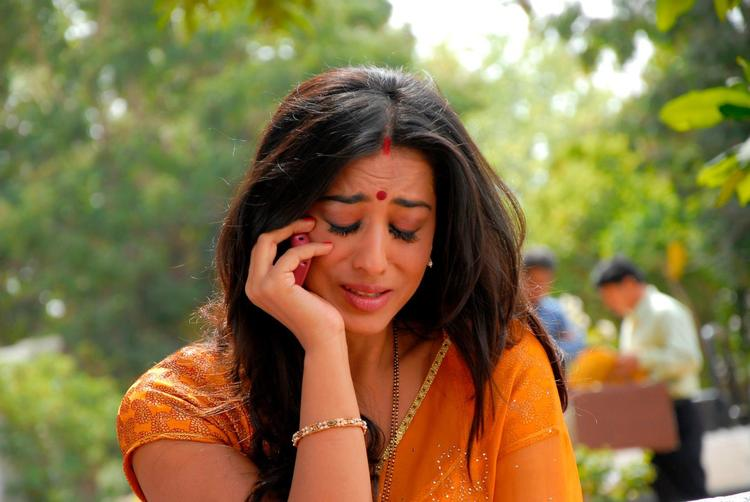 Mahie Gill Crying Photo Still From Movie Saheb Biwi Aur Gangster Returns