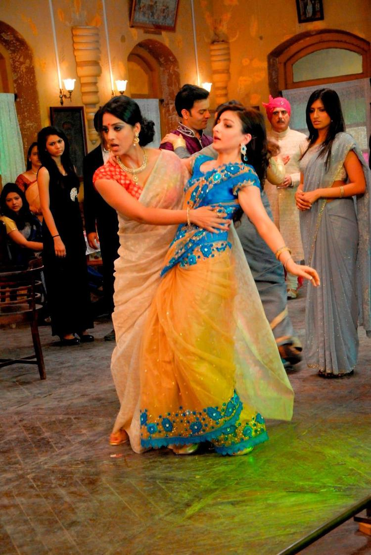 Soha Ali And Mahie Dancing Photo Still From Movie Saheb Biwi Aur Gangster Returns