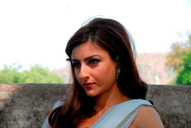 Soha Ali Cute Expression Photo Still From Movie Saheb Biwi Aur Gangster Returns