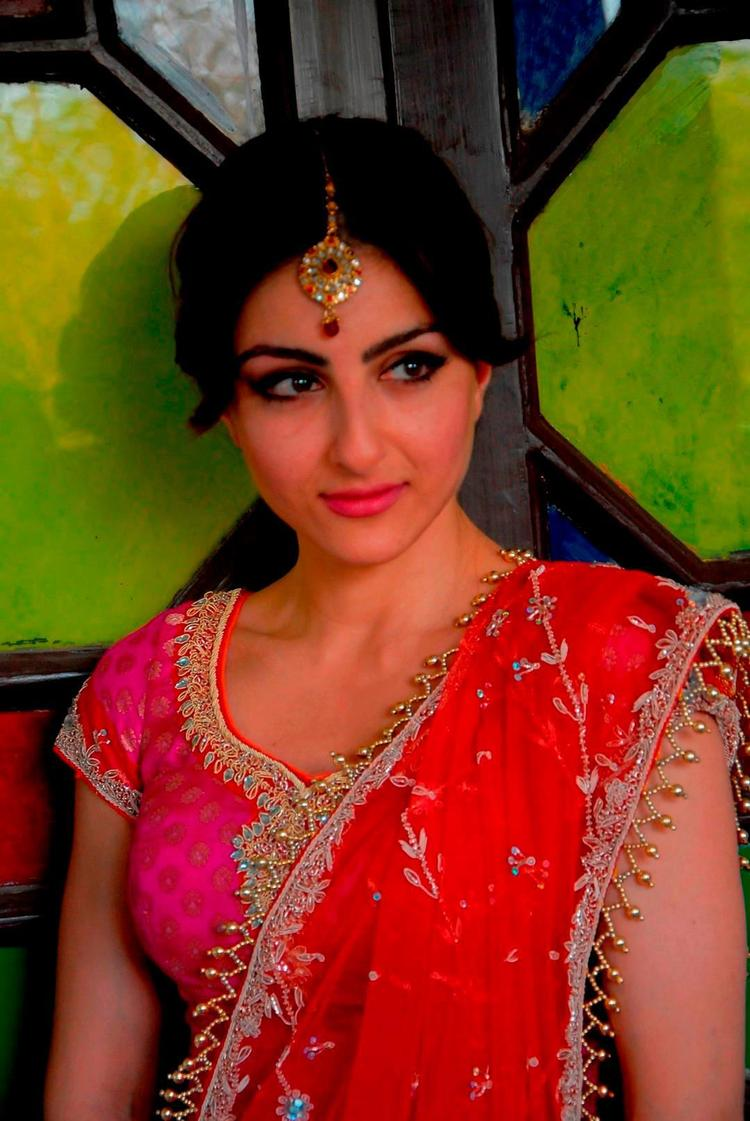 Soha Ali Gorgeous Look Photo Still From Movie Saheb Biwi Aur Gangster Returns