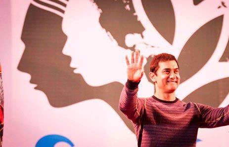 Aamir Khan Smiling Look At Satyamev Jayate Concert 2013