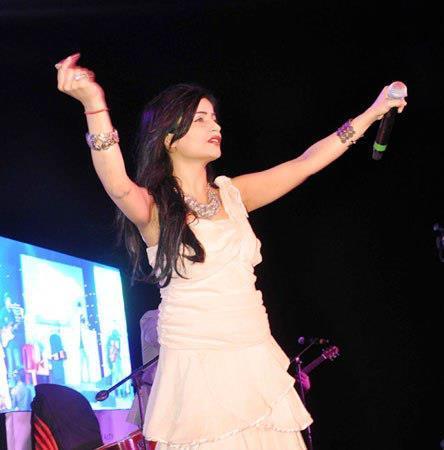A Hot Celeb Guest At Worli Festival 2013
