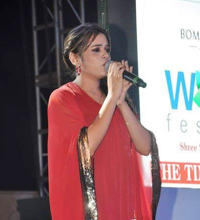 Singer Shalmali Kholgade Performs On Stage At Worli Festival 2013