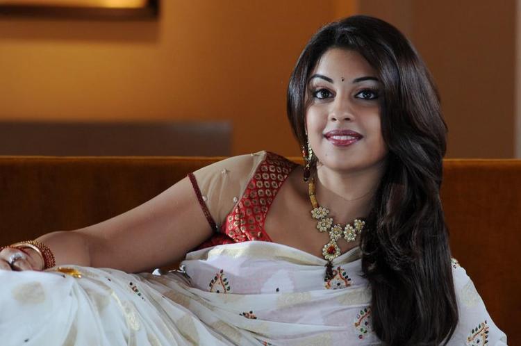 Richa Gangopadhyay Glamorous Look Photo Still