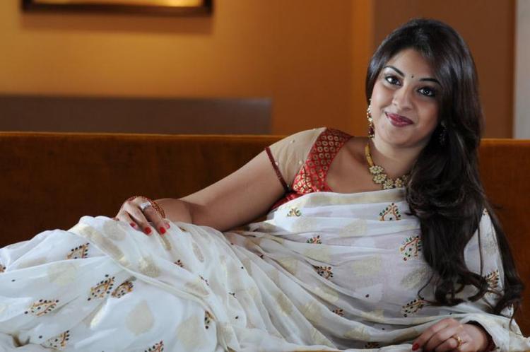 Richa Gangopadhyay Looked Ravishing In A White Saree