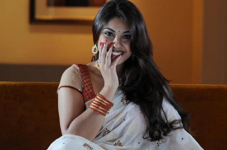 Richa Gangopadhyay Looks Fabulous In A White Saree