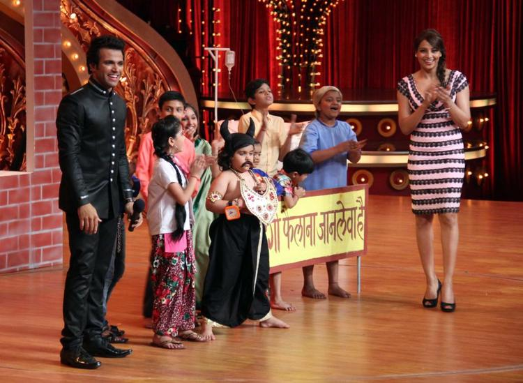 Bipasha Basu Promotes Aatma On The Sets Of Zee TV's Show India's Best Dramebaaz