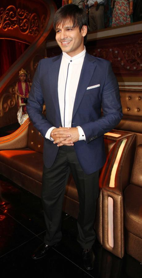 Vivek Oberoi Flashes Smile On The Sets Of Zee TV's Show India's Best Dramebaaz