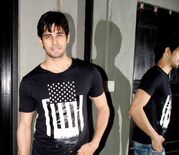 Cute Sidharth Malhotra Dappers Look At The Strut Dance Academy