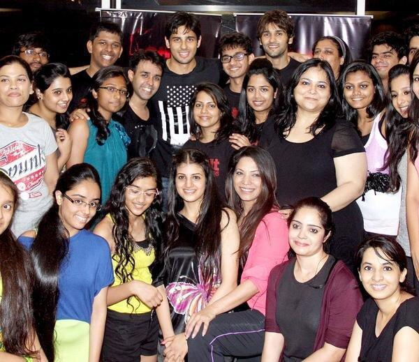 Sidharth Malhotra Posed For Camera At The Strut Dance Academy