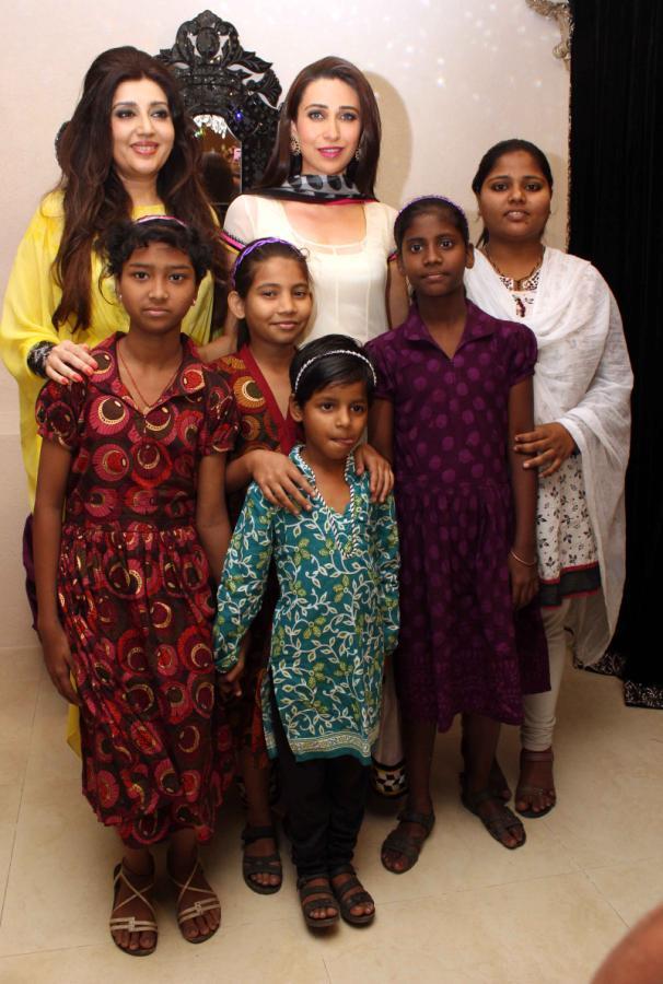 Karisma And Archana Posed With Kids At Gitanjali Designer Archana Kochhar Store