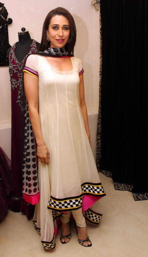 Karisma Kapoor Glamour Look At Gitanjali Designer Archana Kochhar Store