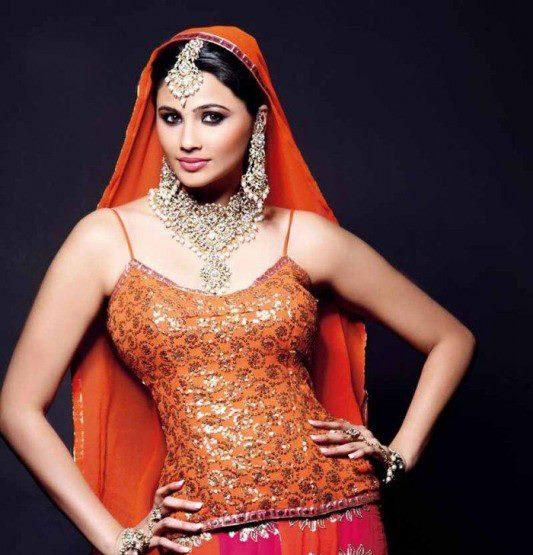 Daisy Shah Bridal Look Photo Still