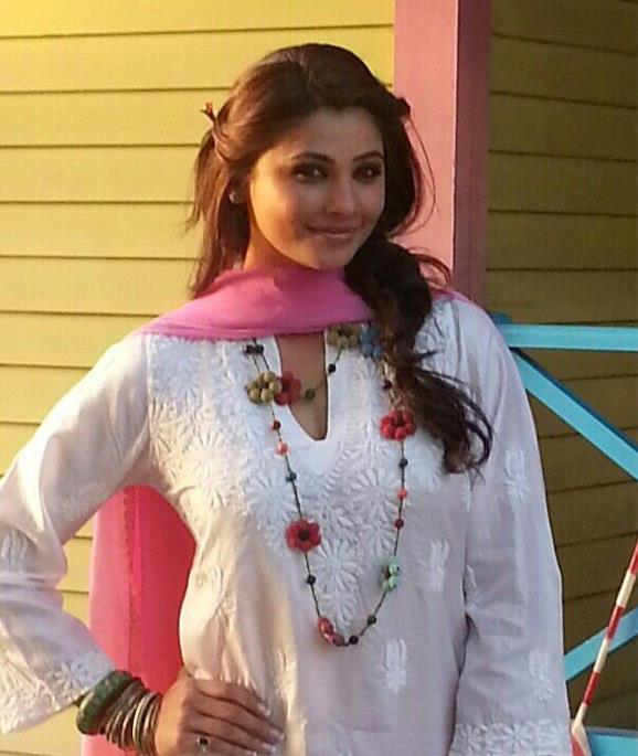Daisy Shah Nice Look With Cute Smiling Photo Still