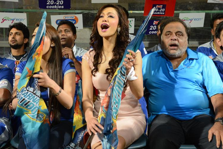 Madhuri Bhattacharya Rocked At CCL 3 Final Telugu Warriors Vs Karnataka Bulldozers Match Event