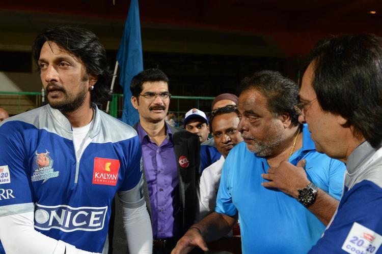 Sudeep Nice Look At CCL 3 Final Telugu Warriors Vs Karnataka Bulldozers Match Event