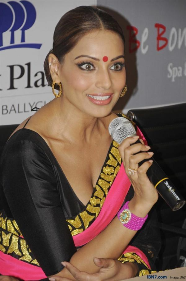 Bipasha Basu Speaks Out Photo Clicked At Aatma Press Conference