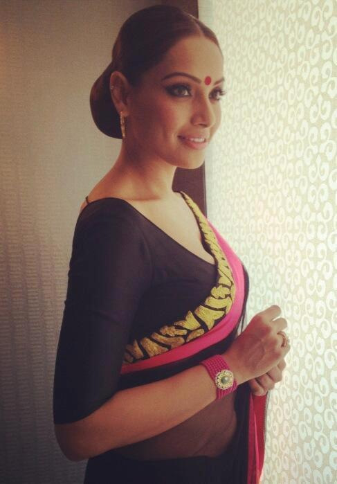 Bipasha PhotoClicked At Aatma Press Conference In Kolkata