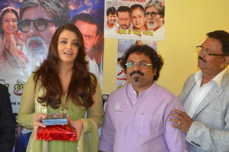Aishwarya Smiling Look At Naam Chhe Maru Ganga Film Audio Launch Event