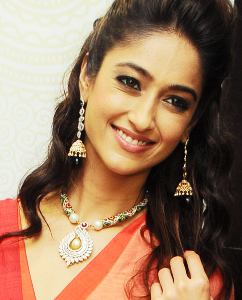 Ileana D'Cruz Trendy Looking Photo Still At Forever Jewellery Showroom Launch