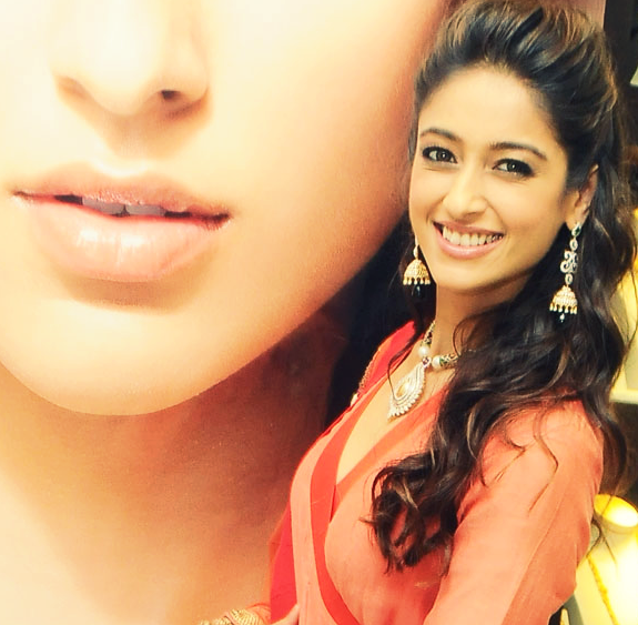 Ileana Posed For Camera At Forever Jewellery Showroom Launch
