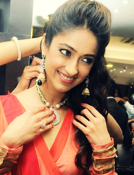 Ileana Wears A Necklace Photo Clicked At Forever Jewellery Showroom Launch