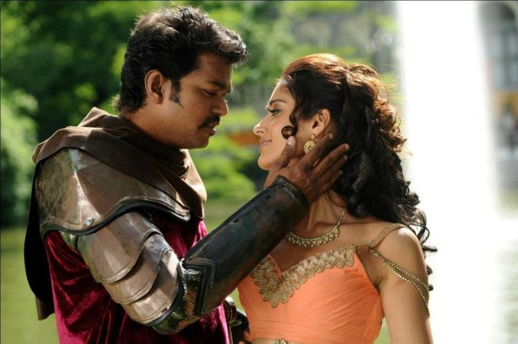 Ileana And Vijay Romance Photo Still From Movie Nanban