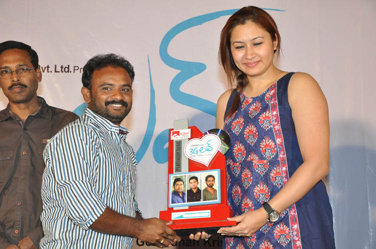Jwala Smiling Pose At 3G Love Movie Platinum Disc Function
