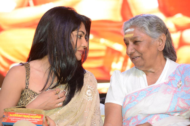 Kamalini And S.Janaki  Conversation Photo Clicked At Jagadguru Adi Shankara Audio Launch