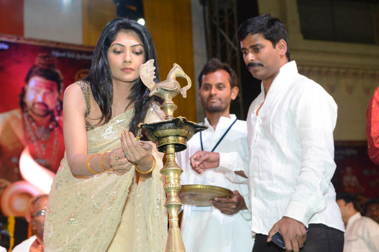 Kamalini  Lightening The Lamp At Jagadguru Adi Shankara Audio Launch