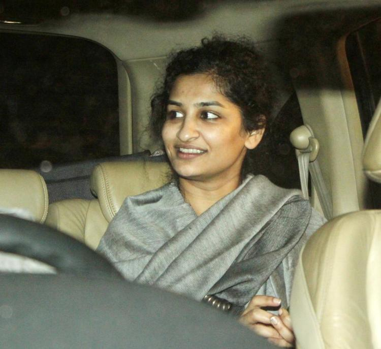 Gauri Photo Clicked In Car On His Way To Celebrate The Success Of Oscar Winning Film Lincoln
